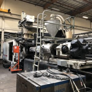 Cincinnati Milacron Model MM1000-428 1000 Ton Injection Molding Machine