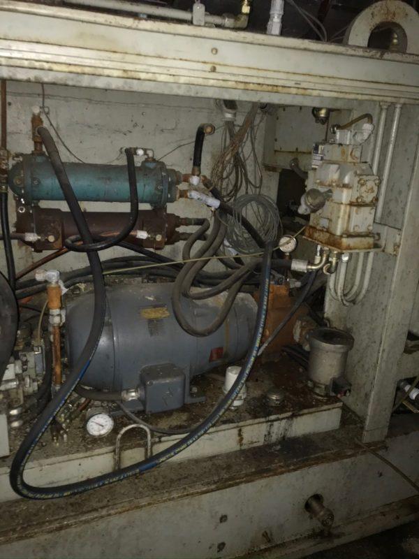 Uniloy Model 350 R2 (4) Head Reciprocating Screw Blow Molding Machine